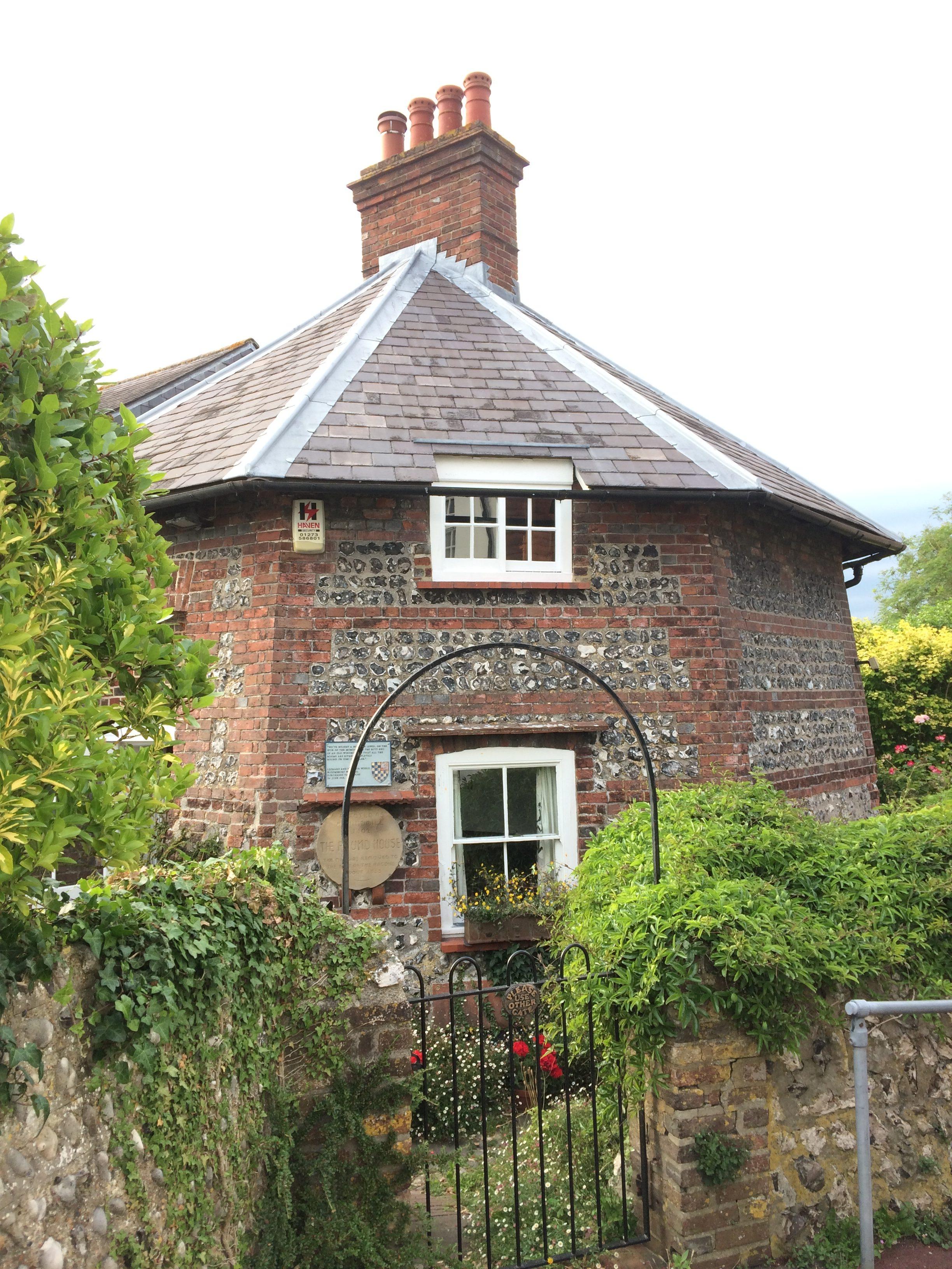 Lewis - okrągły dom